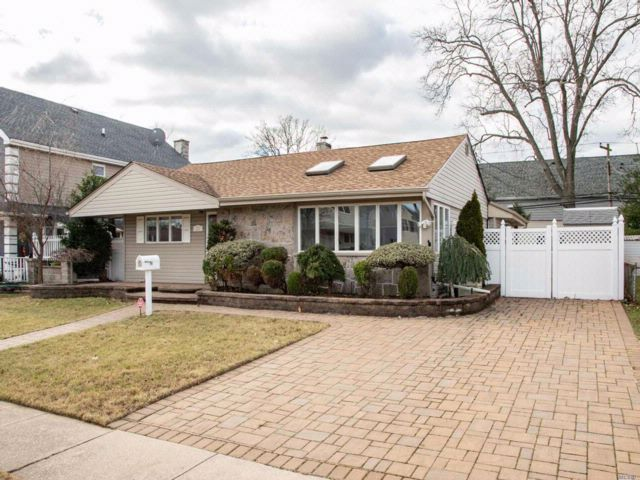 2 BR,  2.00 BTH  Exp ranch style home in Bethpage