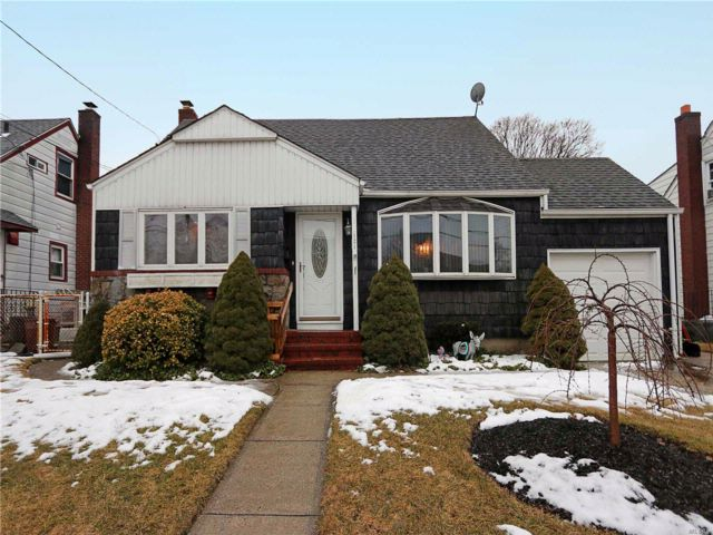 3 BR,  2.00 BTH  Cape style home in Bethpage